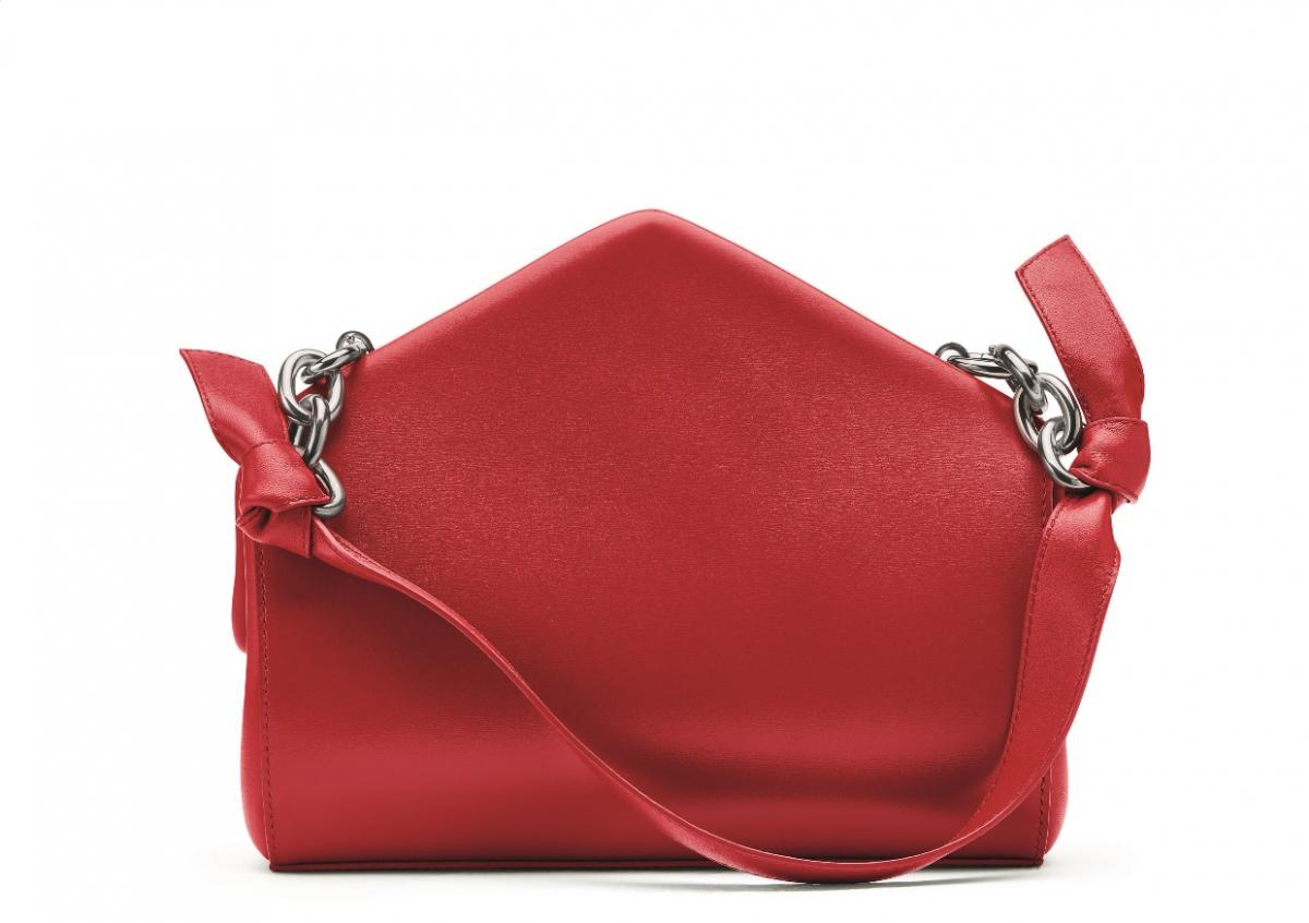 เตรียมช้อปปิ้งไอเทมสีสดต้อนรับตรุษจีน 2021 สาดสีแดงเรียกความเฮงในปีฉลูนี้ ด้วยคอลเลคชั่น Wardrobe 01 จาก Bottega Veneta  image.png