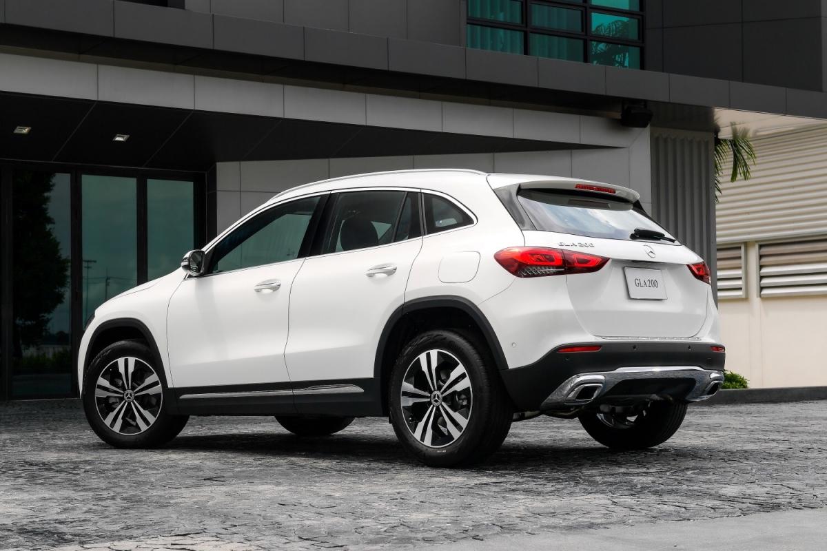 """เมอร์เซเดส-เบนซ์ ส่ง """"Mercedes-Benz GLA 200 Progressive"""" ใหม่ เติมความร้อนแรงให้ตลาดรถยนต์คอมแพ็คเอสยูวี ในราคา 2,199,000 บาท"""